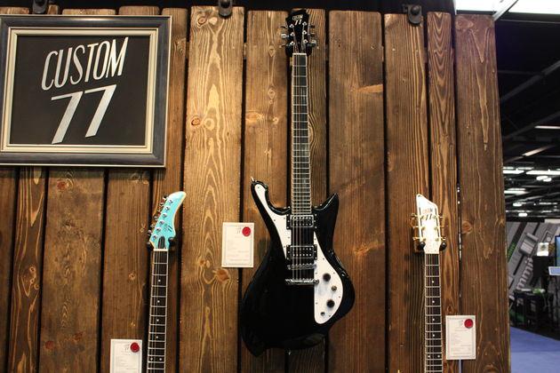 Les superbes nouvelles guitares de Custom 77