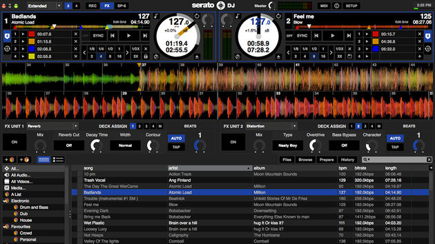 Serato DJ: two deck view with FX