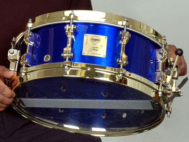 The snare boasts ten gold-finish special edition series snare lugs