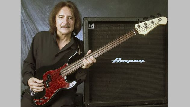 Mr Geezer Butler getting comfy with his Lakland signature