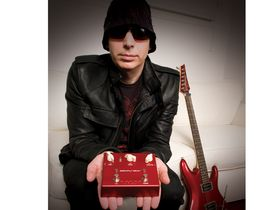Musikmesse 08: Vox and Joe Satriani announce The Satchurator distortion pedal