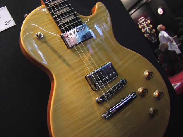 From the front the Les Paul Push Tone's design is simple and unobtrusive...