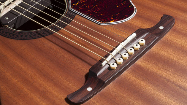 The Tim Armstrong Deluxe is available for left and right handed players. Hooray!