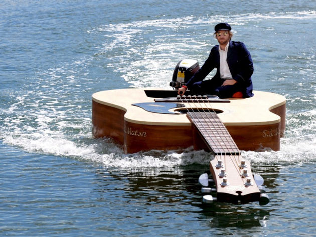 Strum, strum, strum your boat...