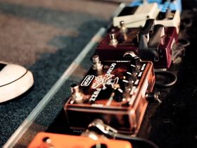 VIDEO: Slash on his pedalboard and signature effects