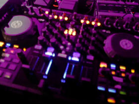 New Traktor controller from NI appears in video
