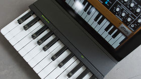 NAMM 2014 VIDEO: Miselu C.24: two-octave wireless iPad keyboard