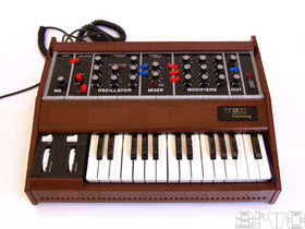 Lego Minimoog is a working MIDI controller
