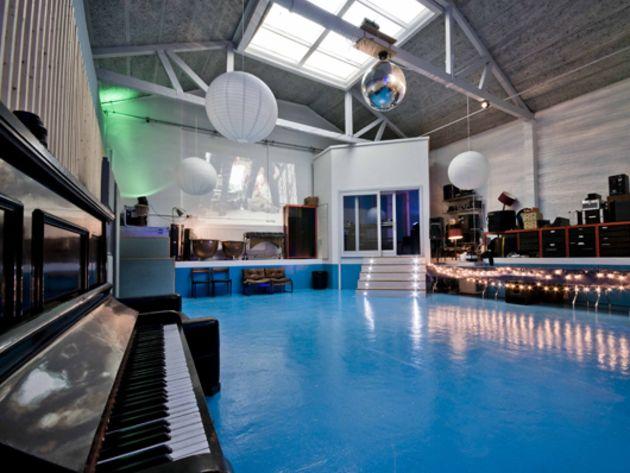 Pool live room