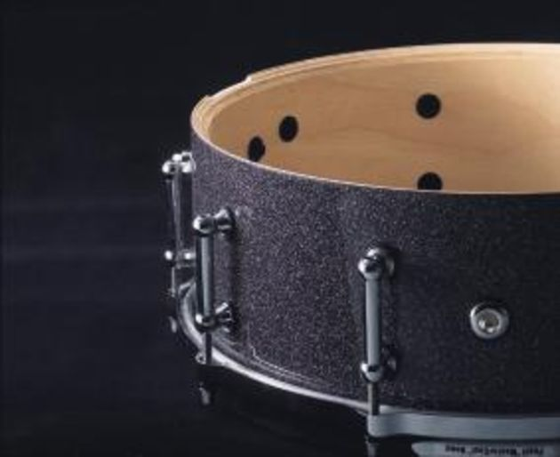 The JJ-1365 snare has a 1mm thick steel shell.