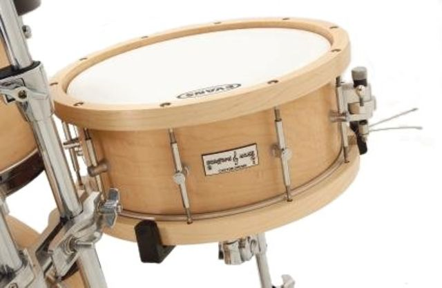 The snare drum has a 10-ply shell with matching 10-ply hoops and it boasts the superb Trick strainer