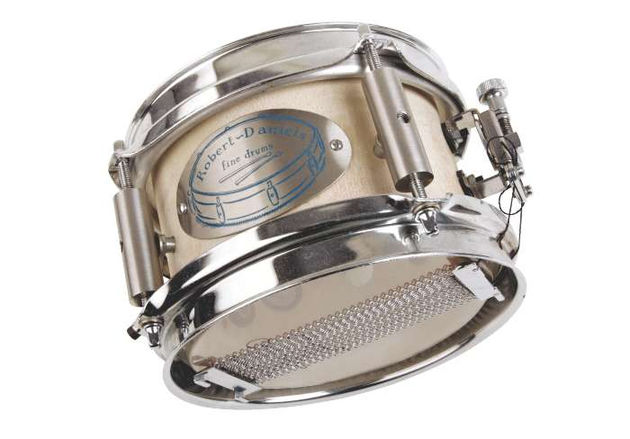 "The sound of the 6"" snare is dry, but still resonant – good for drum'n'bass beats"