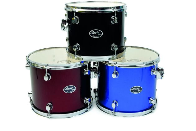 The matching wood snare has eight double-ended lugs and pull-away strainer/throw off