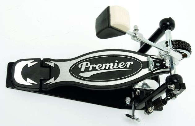 The kick drum pedals feature a generous footplate.