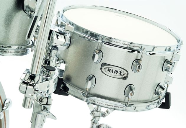The two sparkle lacquer finishes are exclusive to the LA Kit and the discrete lugs allow it plenty of room to shimmer