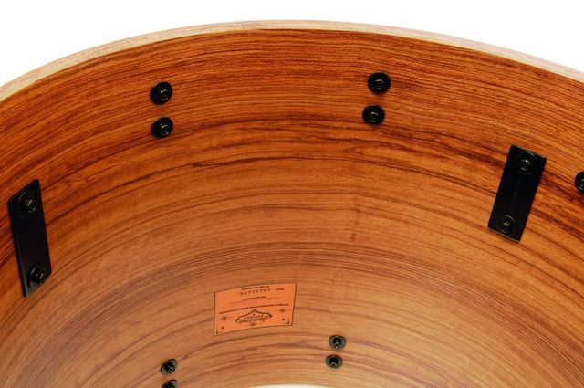 The beautiful, richly dark bubinga can only be seen on the inside of the shells and bass drum hoops