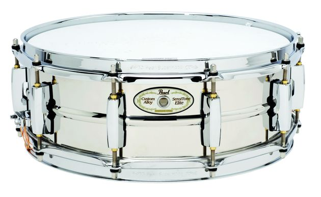 Both steel snares excel themselves in terms of strident delivery.