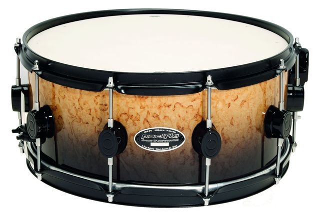 Two of the snares come fitted with black hardware