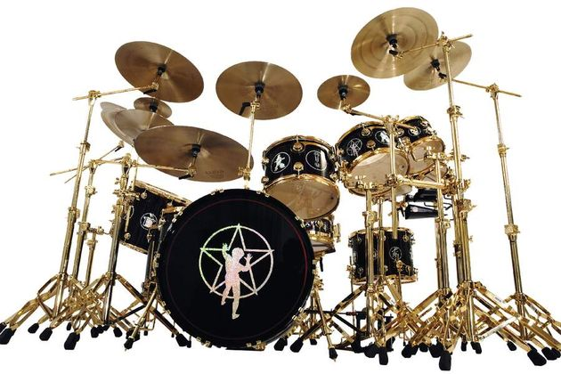 The cymbals are arranged around the kit in Neil's preferred manner.