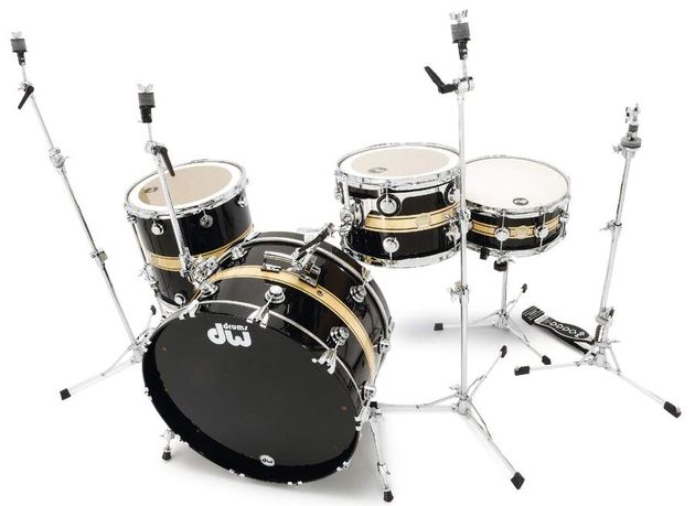 The retro bass drum is complemented by a sturdy retro-style cymbal arm and rail tom mount