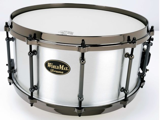 The 3mm Aluminium snare has a nice brushed finish, shame about the ugly badge though