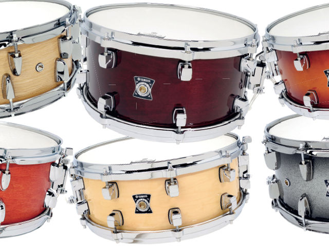 The Loud Series snare features eight air vents drilled into the side, which dries the tone of this eight-ply oak drum