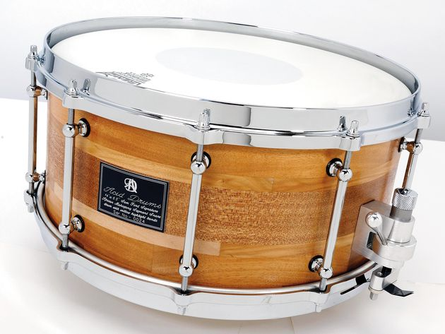 Willow Bands add extra interest to the snare's African mahogany shell, which is finished with a light lacquer