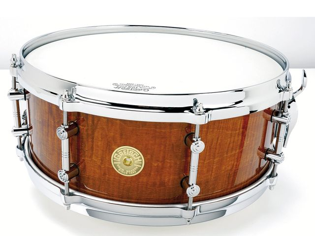 The antique curly maple finish is classy and not tacky – it could even be gigged