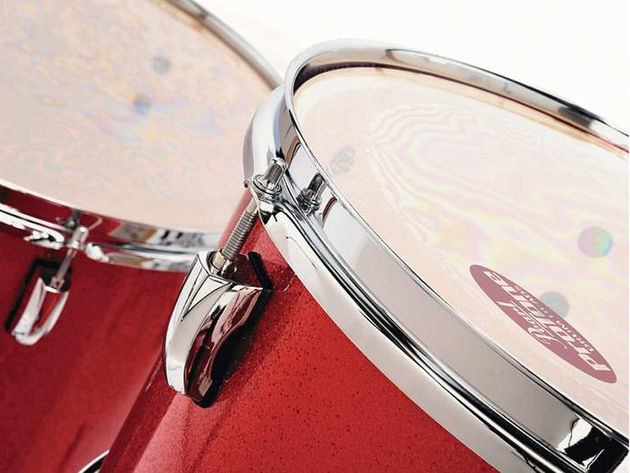 The bridge-type lugs present on both the VSX and VMX drums are modelled on those seen on the Reference series kits