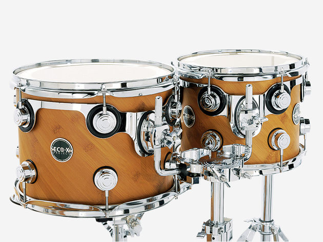 DW hardware dresses the mixed wood veneer; the turret lugs and suspension mounts give the shells a familiar look