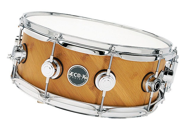 The snare delivers a crisp response and an open, big sound with a depth resulting from the 60 degree bearing edges