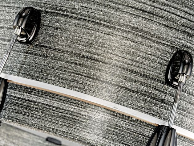 Grey Stardust is one of four new sparkle lacquer fi nishes and is subtly different on every Artisan drum.