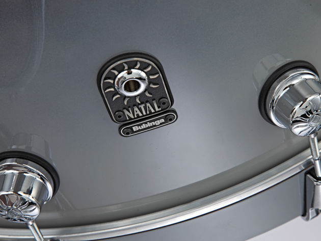 The sets are only distinguished by the ID badge on the bass drum which denotes the type of wood.