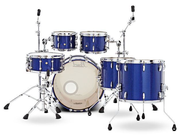Thin, straight-sided 6-ply maple shells are built to encourage natural resonance.