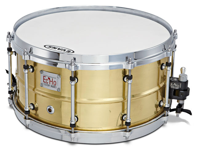 "14""x7"" snare has a 1.2mm brass shell with 30º spun bearing edges."