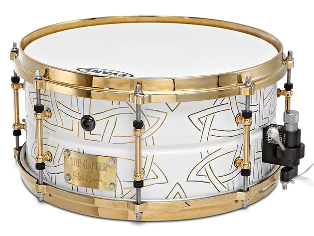 White and gold snare boasts 24-carat gold die-cast hoops and tube lugs.
