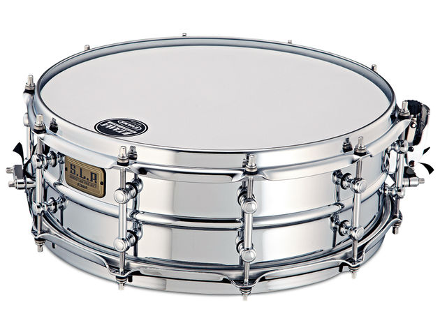 The aluminium snare includes triple-flanged 'SoundArc' steel hoops.