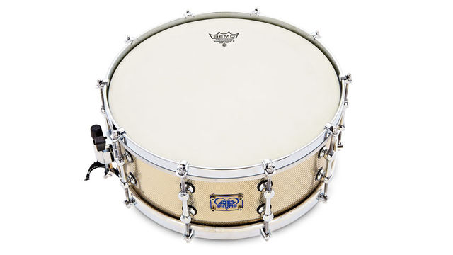 Much like the DrumCraft snares reviewed recently, this snare also has an industrial vibe