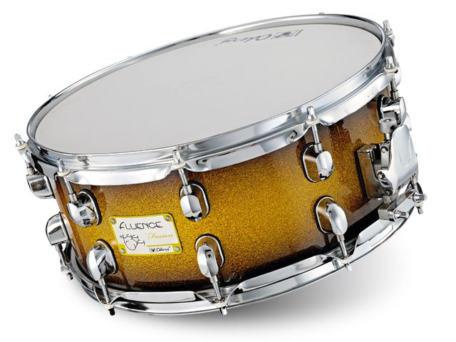 The snare has a woody, chunky tone, with decent sensitivity towards the edges.