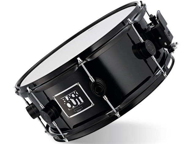 Right to the edges, the drum delivers distinct, clear strokes that have the snares sizzling.