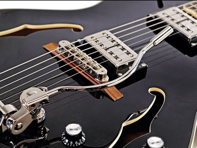 That wire-handle Bigsby vibrato is a real thing of beauty.