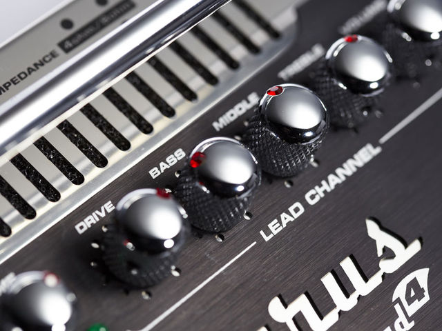 From shimmering clean to classic crunch and ultra high-gain distortion, the EQ offers plenty of scope, aided by the crunch and boost switches