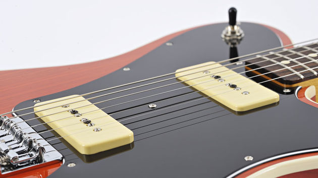 Comparés aux single coils standards Telecaster, les micros de type P-90 apportent un jeu d'options sonores plus agressives et plus acérées