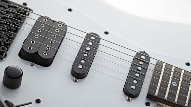 Rather than DiMarzio and Fender pickups, here we have a Jackson humbucker and two noiseless single coils