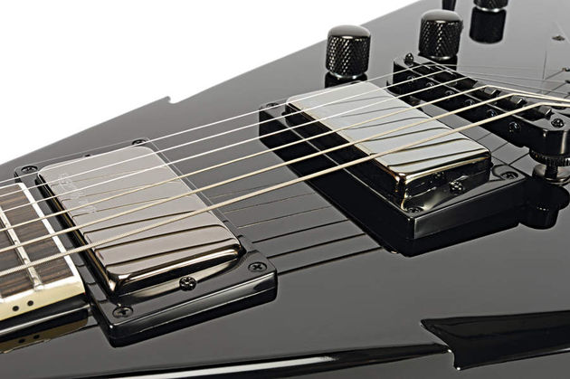 The LiveWire humbuckers on the VMNT1 have phenomenal power.