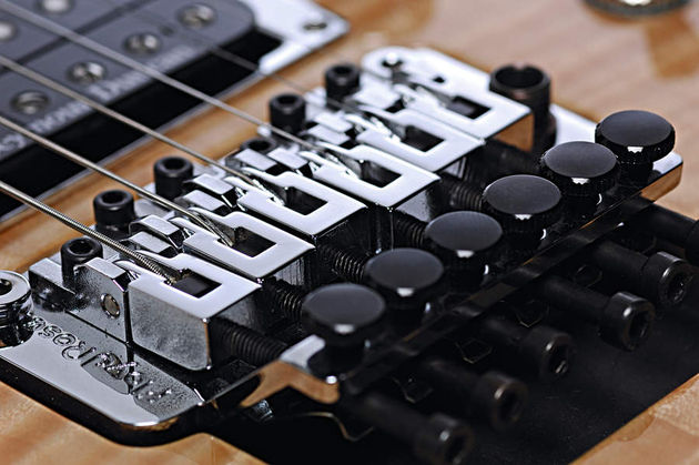 The genuine double-locking Floyd Rose is perfect for soloing