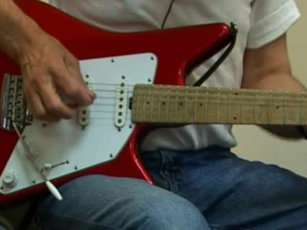 Albert uses the fourth fingeron his picking hand more than the average guitarist