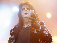 Original Alice Cooper line-up to play holographic gig