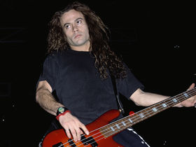 Alice In Chains ex-bassist Mike Starr dies at 44