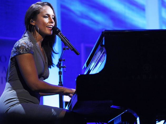 Alicia Keys goes back to school for an intimate performance